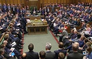 İngiliz parlamentosu Brexit'in ertelenmesi önergesini...