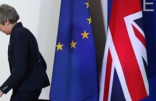 İngiltere basını: Theresa May'in koltuğu...