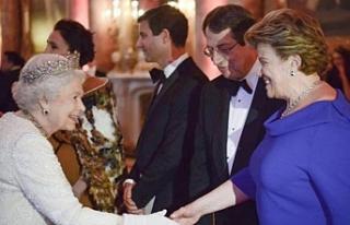 Kraliçe 2. Elizabeth tarafından kabul edildi