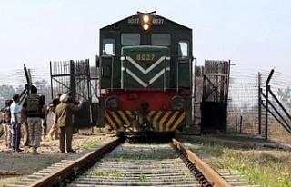 Pakistan-Hindistan arasında tren seferleri yeniden...
