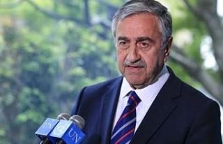"""Politis Gazetesi: """"Mustafa Akıncı yeniden seçilmek..."""