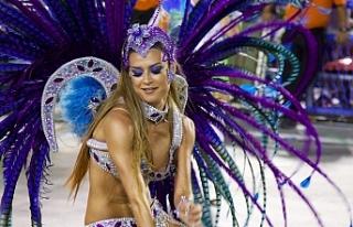 Rio'da sambacıların ünlü geçidi başladı