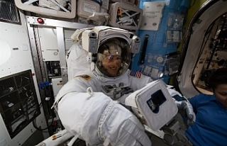 UUI'de Batarya Değişimi İçin Astronotlar...
