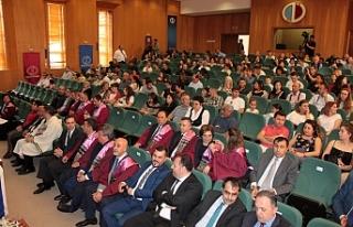 Açıköğretim Fakültesi'nde mezuniyet töreni