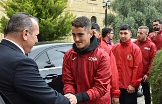 Ataoğlu, Londra U-15 Futbol karması'nı kabul...