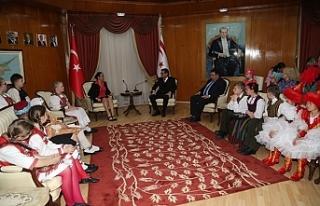 Başbakan Tufan Erhürman, ülke çocukları ve misafir...