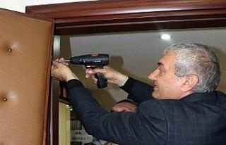 Belediye Başkanı seçildi, makam odasının kapısını...