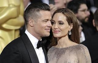 Bir devir kapandı! Angelina Jolie resmi olarak soyadını...