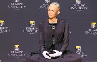 Dünyanın vatandaşlık alan ilk insansı robotu...