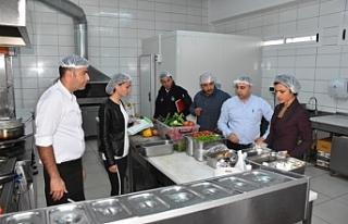 Girne'de gıda işletmeleri gece baskınlarıyla...