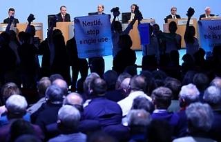 Greenpeace, Nestle toplantısını bastı: Tek kullanımlık...