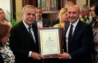 İzmir Büyükşehir Belediye Başkanı Soyer göreve...