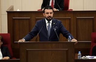 """""""Meclis koltukarı boş...Hükümet hassasiyet..."""