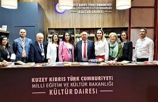 Özyiğit, İzmir'de Kitap Fuarı'nın açılışına...