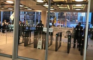 PKK yandaşlarından Londra'da TRT World binasına...