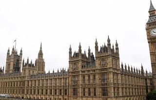 Su sızıntısı İngiltere Parlamentosu'nu tatil...