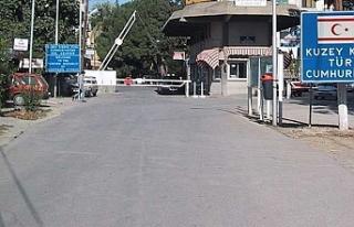 45 Suriyeli'nin Ledra Place'dan geçtiği...