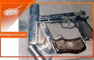 Araç içerisinde silah ve mermi ele geçirildi