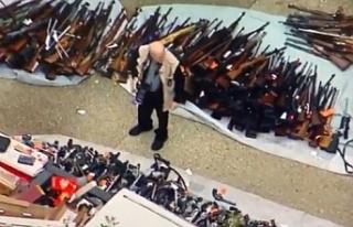 Bir evde yapılan aramada binden fazla silah ele geçirildi