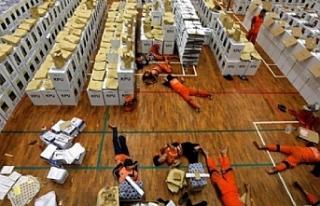 Endonezya'da seçim nedeniyle ölenlerin sayısı...