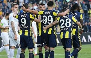 Fenerbahçe galip geldi, Akhisar düştü
