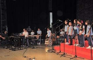 İlkokullar arası 5'inci Koro ve Orkestra Şöleni...