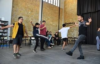 LTB Engelsiz Dans Okulundan halk dansları