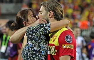 Model Ebru Şancı, maçı kazanan Eşi Alpaslan Öztürk'ü...