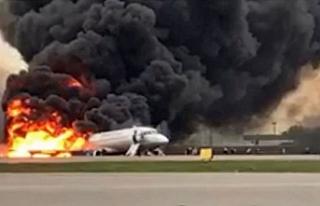Rusya'da yolcu uçağı iniş yaparken alev aldı:...