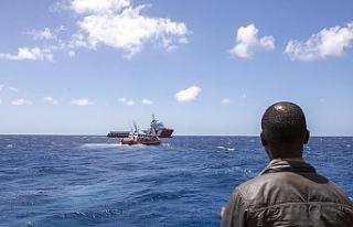 Tunus'ta düzensiz göçmenleri taşıyan tekne...