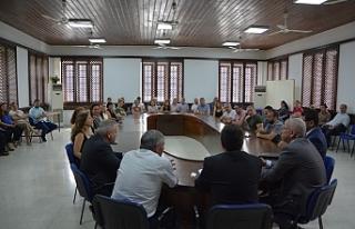 Üstel, personel ve müdürlerle toplantı düzenledi