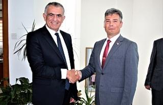 Çavuşoğlu,Karakoç'u kabul etti