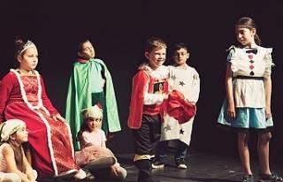 Dünya çocuk gününde sahnedeydiler