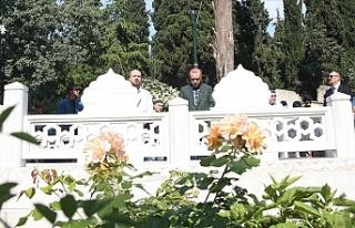 Erdoğan, anne ve babasının mezarını ziyaret etti