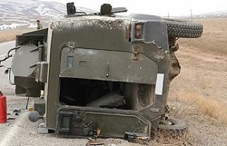 Hakkari'de askeri araç kaza yaptı: 1 şehit,...