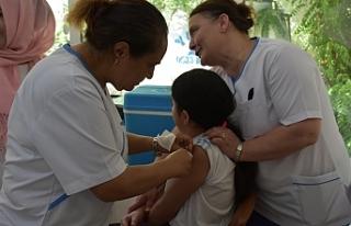 Kız çocuklarına aşı uygulaması Lapta'da devam...