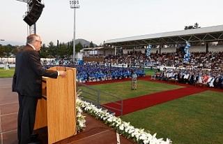 LAÜ'de mezuniyet coşkusu
