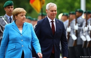 Almanya Başbakanı Merkel yine titreme nöbeti geçirdi