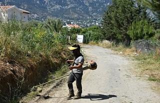 Alsancak Belediye ekipleri temizlik çalışmalarını...