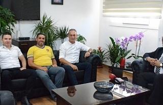Bakan Sucuoğlu, Belediye Emekçileri Sendikası yetkililerini...