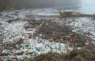 """""""Endonezya okyanuslara en çok plastik atık..."""