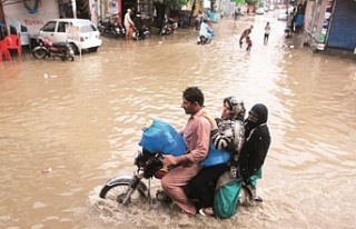 Güney Asya'da muson yağmurları 100'den...