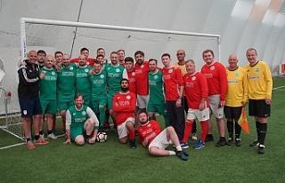 Kanser hastalarına yardım için 169 saat futbol...