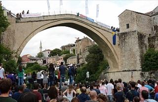 Mostar Köprüsü'nde geleneksel atlama yarışları...