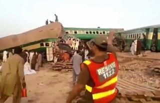 Pakistan'da iki tren çarpıştı: 11 ölü