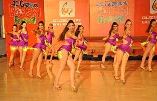 Portakal Festivalinde dans ve cimnastik gösterileri