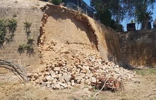 Surların bir kısmının yıkılması Rum basınında:...