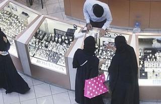 Suudi Arabistan'da iş yerleri namaz vakti de...