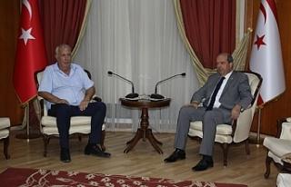 Tatar, Hava Sporları Federasyonu Başkanı Zeki Ziya'yı...