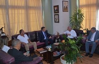 Turizm ve Çevre Bakanı Üstel, Girne Belediye Başkanı...